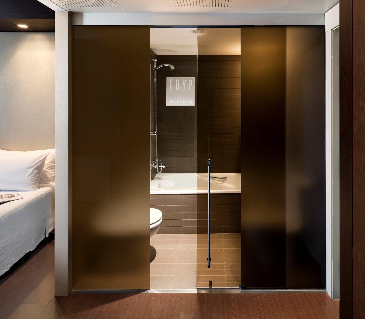 Puertas De Baño Batientes:diseñado para la división de espacios a través de una pared de